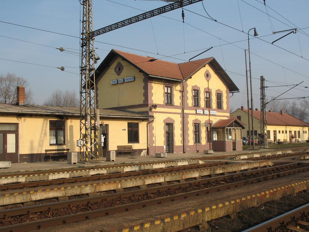 Železničná stanica Žiar nad Hronom | VLAKY.NET