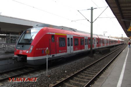 17.03.2019 – Stuttgart: S-Bahn 430.085 DB od Alstomu © Dominik Havel
