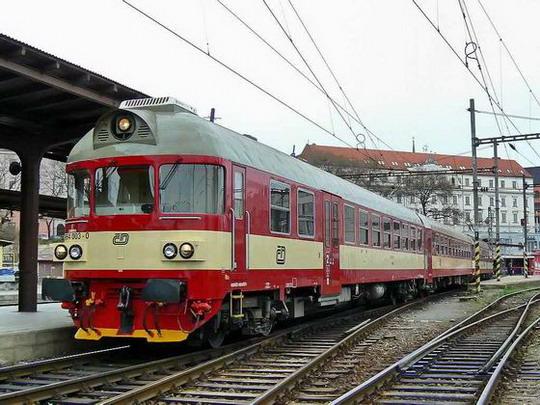19.03.2007 - Brno hl.n.:  řídicí vůz 954.003-0 v čele Os 4808 Brno hl.n. - Jihlava © Karel Furiš