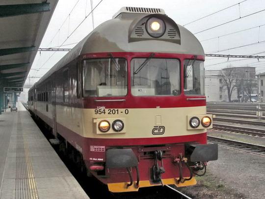 09.02.2008 - Hradec Králové hl.n.: 954.201-0 + 854.213-6 jako Os 5504 Hradec Králové hl.n. - Turnov © PhDr. Zbyněk Zlinský