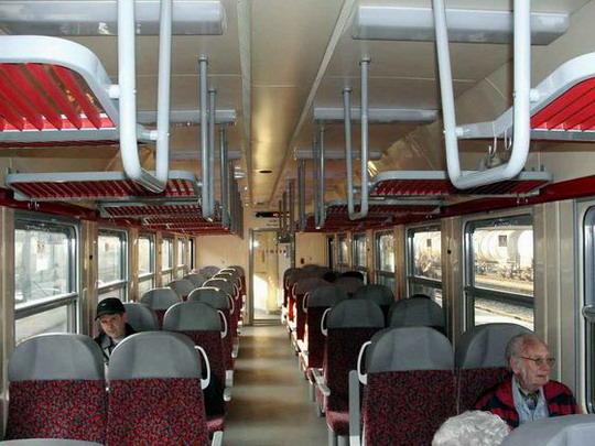 16.03.2007 - Hradec Králové hl.n.: 954.004-8 - velkoprostorový oddíl, pohled dozadu © PhDr. Zbyněk Zlinský © PhDr. Zbyněk Zlinský