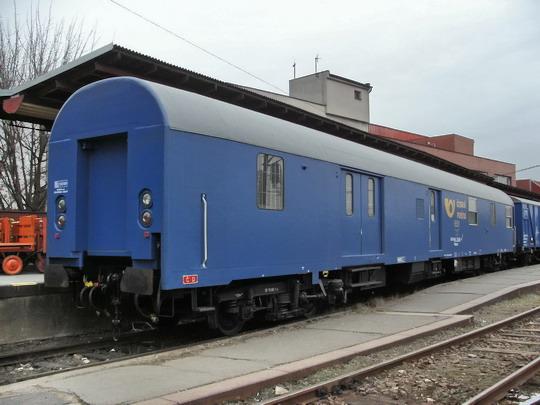 18.02.2008 - Pardubice hl.n.: z takových vozů vzniká řada 954, ale vůz Postw 90-78 355-4 ještě slouží © PhDr. Zbyněk Zlinský