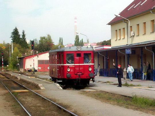 02.10.2004 - Chrudim: M 131.1228 odjíždí jako zvl. vlak Chrudim-město - Slatiňany © PhDr. Zbyněk Zlinský