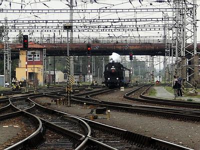 08.09.2007 - Hradec Králové hl.n.: 423.0145 přijíždí v čele zvláštního vlaku z Jaroměře © PhDr. Zbyněk Zlinský