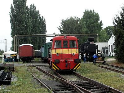 """08.09.2007 - Hradec Králové, areál Signal Mont: 701.687-6 a 706.601-2 MTH a 434.0170 NTM coby """"výstava vozidel"""" © PhDr. Zbyněk Zlinský"""