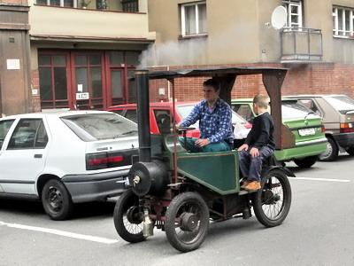 08.09.2007 - Hradec Králové, Smetanovo náb.: parní osobní automobil na 5. Nábřeží paromilů © PhDr. Zbyněk Zlinský