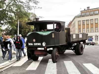 08.09.2007 - Hradec Králové, Smetanovo náb.: parní nákladní automobil na 5. Nábřeží paromilů © PhDr. Zbyněk Zlinský