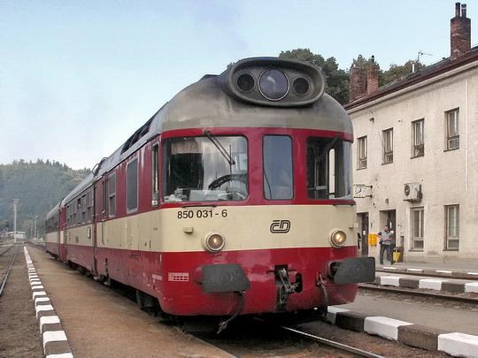 17.09.2006 - Zastávka u Brna: souprava 850.031-6 + 050.011-6 jako Os 4845 Náměšť n. O. - Brno hl.n. © PhDr. Zbyněk Zlinský