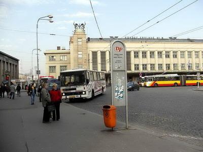 28.03.2007 - Hradec Králové: Riegrovo náměstí - zastávky u pošty, stanoviště C © PhDr. Zbyněk Zlinský