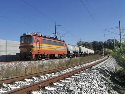 29.09.2007 - Břeclav: 240.125-5 ZSSK Cargo s nákladním vlakem uhání k Břeclavi © PhDr. Zbyněk Zlinský