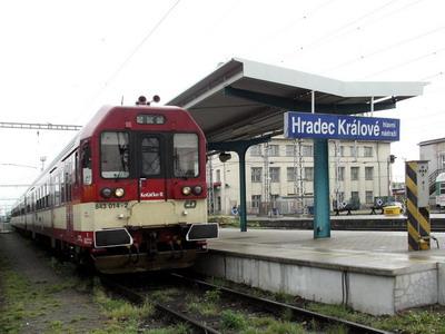 10.05.2007 - Hradec Králové hl.n.: R 983 Liberec - Pardubice ve složení 843.014-2 + 043.028-0 + 043.008-2 © PhDr. Zbyněk Zlinský