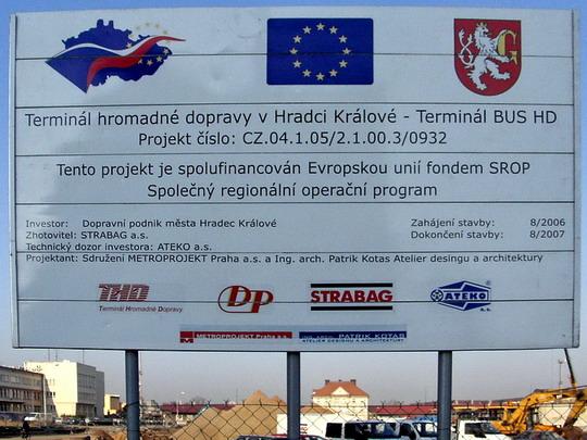 28.03.2007 - Hradec Králové: vjezd na stavbu terminálu BUS HD z křižovatky Nádražní a Hořická © PhDr. Zbyněk Zlinský