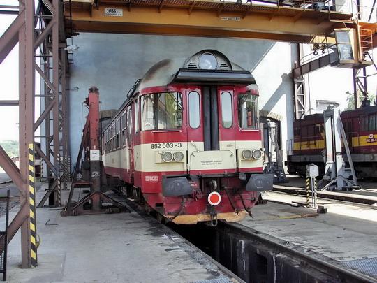 21.05.2005 - PJ Trutnov: 852.003-3 s vyvázaným podvozkem © PhDr. Zbyněk Zlinský