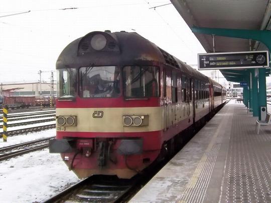 16.02.2005 - Hradec Králové hl.n.: odstavený vůz 852.009-0 © PhDr. Zbyněk Zlinský