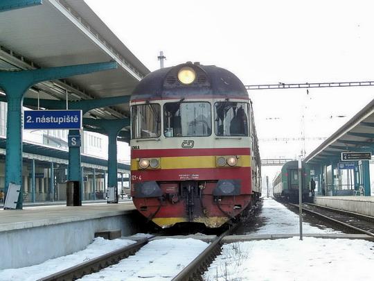 """14.02.2006 - Hradec Králové hl.n.: 853.021-4 na Sp 1780 do Trutnova - poslední výkon poslední """"hydry"""" před rekonstrukcí © PhDr. Zbyněk Zlinský"""