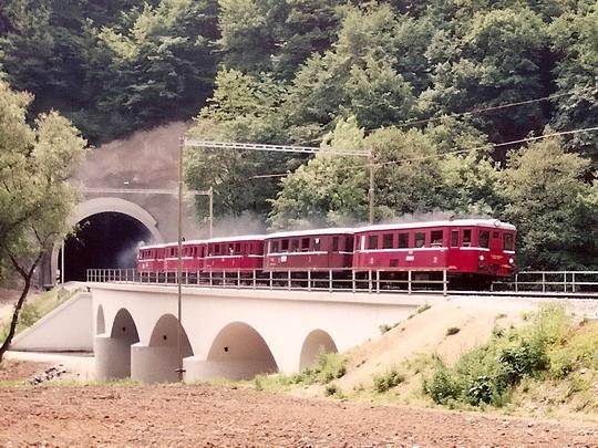 30.05.1998 - úsek Brno - Bílovice nad Svitavou: víkendový vlak ve složení M 131.1448 + BDlm 6-2123 + Blm 4-6564 + BDlm *** + M 131.1463 (sken) © Milan Vojtek