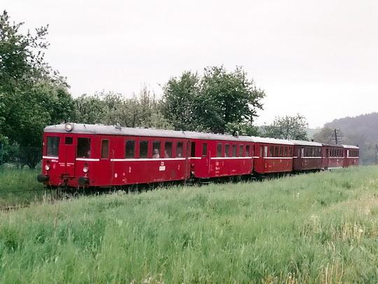 16.05.1998 - Boskovice: vůz Blm 4-6564 řazen jako třetí v nostalgickém vlaku vedeném vozem M 131.1463 (sken) © Milan Vojtek