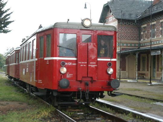 08.05.2004 - Lednice: M 131.1463 + Blm 4-6564 + BDlm 6-2123 jako Os do Břeclavi © Milan Vojtek