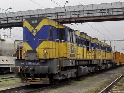 29.10.2007 - Hradec Králové hl.n.: 740.746-3 a 740.837-0 OKDD s pracovním vlakem © PhDr. Zbyněk Zlinský