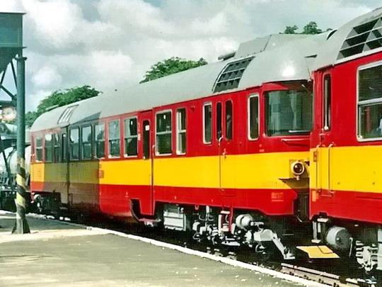 11.07.1989 - Břeclav: vůz 860.001-7 na výstavě vozidel při oslavách 150 let železnice u nás (sken) © Milan Vojtek