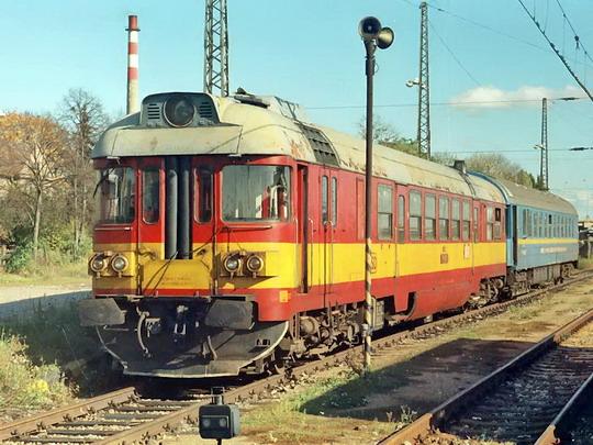 18.04.1995 - Praha-Horní Počernice: 860.001-7 na měřícím vlaku jako 1.nsl Sp 1751 © Václav Vyskočil