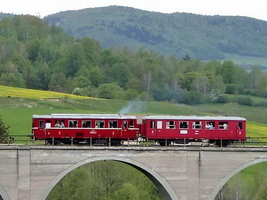 07.05.2005 - Beliansky viadukt:  M 131.1053 + BDlm 6-2083 MDC ŽSR (Studénka 1956) - 1. narodeniny VLAKY.NET © Karel Furiš