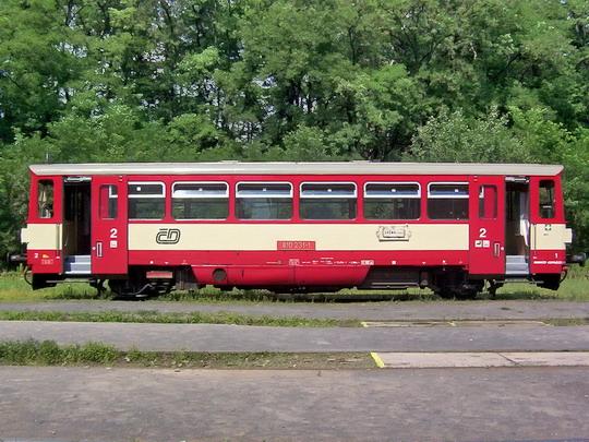 """31.07.2004 - Lužná u Rak.: """"orchestrion"""" 810.231-1 čekající na další výkon © PhDr. Zbyněk Zlinský"""