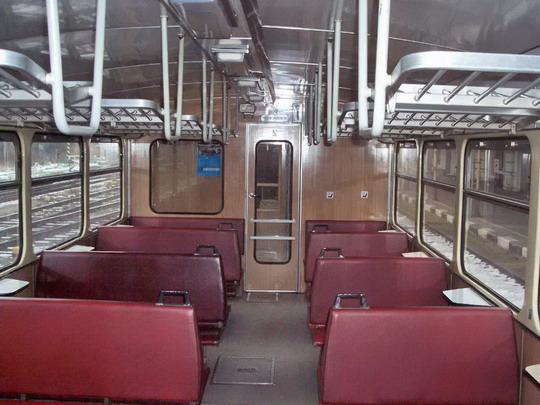 22.11.2007 - Meziměstí: 810.563-7 - oddíl pro cestující, pohled dozadu © Václav Vyskočil