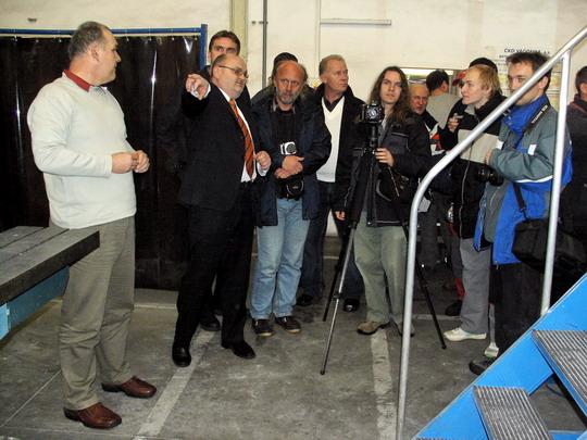 27.11.2007 - ČKD VAGONKA, a.s. Ostrava: výklad na začátku prohlídky provozů © PhDr. Zbyněk Zlinský