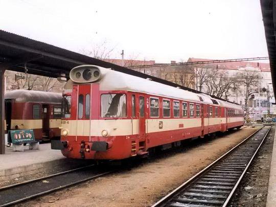 12.03.2005 - Brno hl.n.: 850.031 s vozem řady 050 jako Os 4844 © Radek Hořínek © PhDr. Zbyněk Zlinský