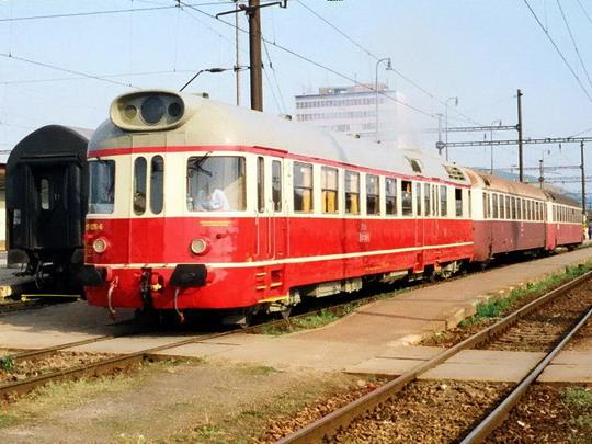 05.05.2000 - Košice: 850.026 s vozy řady 050 © Radoslav Macháček