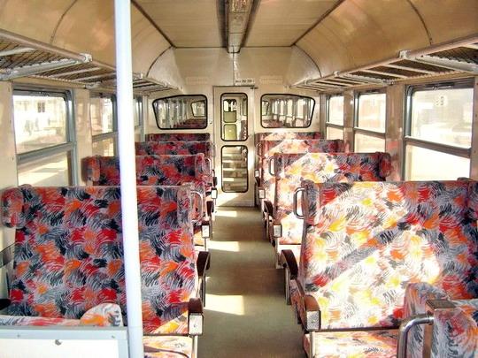 15.03.2005 - Brno hl.n.: modernizovaný interiér vozu 050.039-7 © Karel Furiš