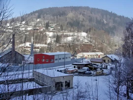 20.12.2007 - Dolní Polubný: nákladiště SŽDC napojené ve stanici na zubačku © PhDr. Zbyněk Zlinský