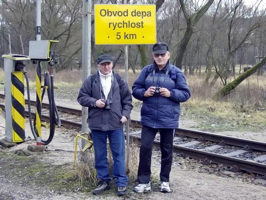 13.01.2007 - Letohrad: karel.f se Zbyňkem pózují na hranici depa © Radek Hořínek