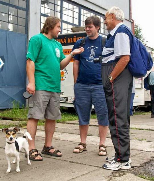 """Čmoudík, koko a Zbyněk čili """"Tři muži v Lužné, o psu nemluvě"""" - 23.6.2007 © Radoslav Macháček"""