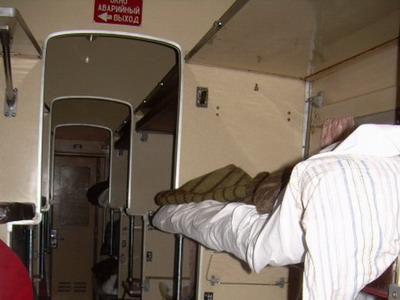 """5.10.2007 - Interiér vozu UZ kategorie """"plackart"""" © Marcela Němečková"""