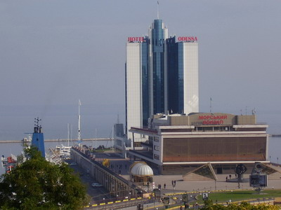 7.10.2007 - Oděsa: osobní přístav s hotelem Oděsa © Jiří Slavíček