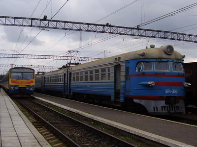 8.10.2007 - Sjanki: Elektrická jednotka ER 2 330 na vlaku 6563 do Užhorodu © Jiří Slavíček