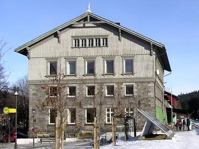 Nádražní budova Bayerisch Eisenstein, pohled do České republiky © Tomáš Pokorný