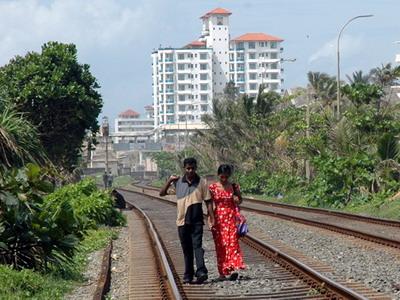 Železniční nadšenci? - trať Colombo - Galle dňa 28.10.2007 © Juraj Číž