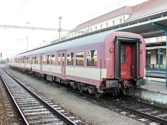 16.12.2006 - Hradec Králové hl.n.: R 984 Pardubice - Liberec ve složení 843.008-4 + 043.006-6 + 043.004-1 © PhDr. Zbyněk Zlinský
