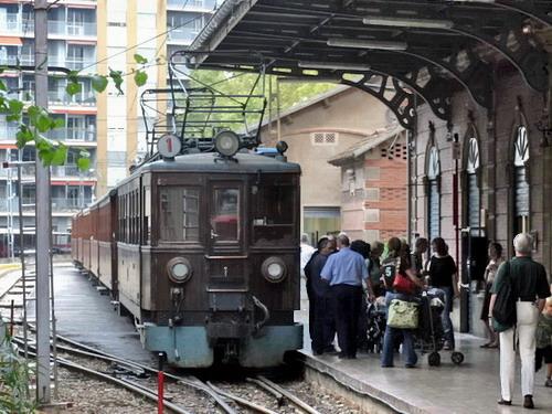 10.10.2007 - Príchod vlaku na čele z elektrickým vozňom č.1 do stanice Palma © Štefan Janečka