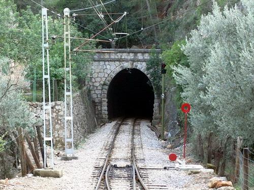 10.10.2007 - Portál tunelu na zhlaví výhybne Mirador des Pujol de'n Banya © Štefan Janečka