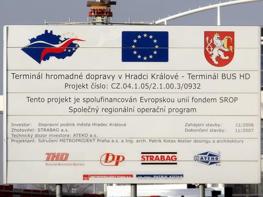 13.01.2008 - terminál BUS, tabule s už dávno prošvihnutým termínem dokončení © PhDr. Zbyněk Zlinský