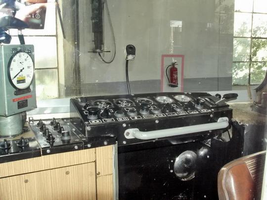 """29.09.2007 - Břeclav: 809.336-1 """"de luxe"""" - přední stanoviště přes sklo dveří © PhDr. Zbyněk Zlinský"""