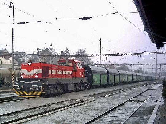 774 702-5 v čele ucelené soupravy v žst. Sokolov dne 16.01.2008 © TomasKobra11