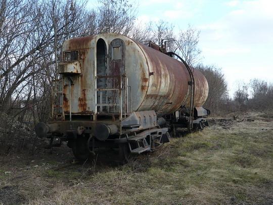 26.01.2008 - Lučenec: starý cisternový vagón s brzdárskou búdkou © Jozef Michalko