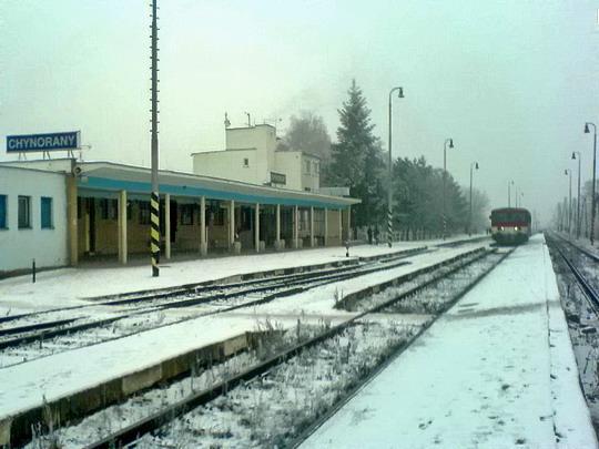 Zasnežená železničná stanica Chynorany, 26.12.2007 © štb