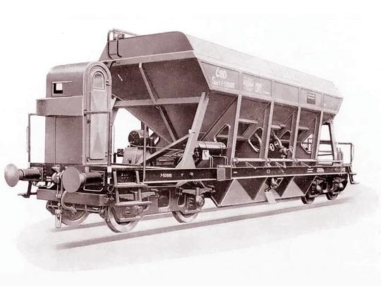 Výsypný vůz řady Savz vyráběný ve Studénce od r. od 1954 - archiv ČKD Vagonka