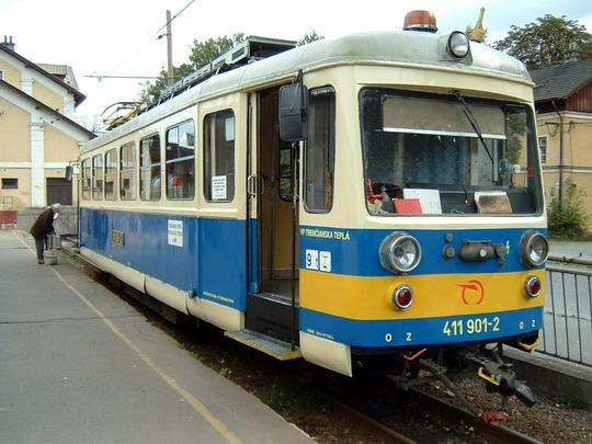21.9.2004 - Trenčianska Teplá: rekonstruovaný elektrický vůz 411.901-2 (ex M 46.003, Studénka 1950) © Karel Furiš